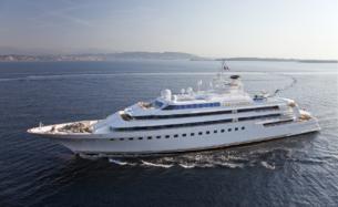 Bahamas Registered Vessel - Lady Moura - 1